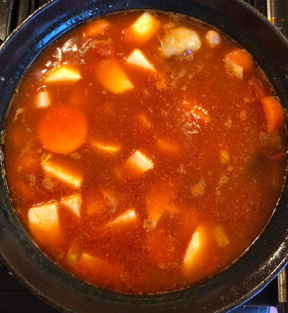 Spanish sausage stew: whole pan