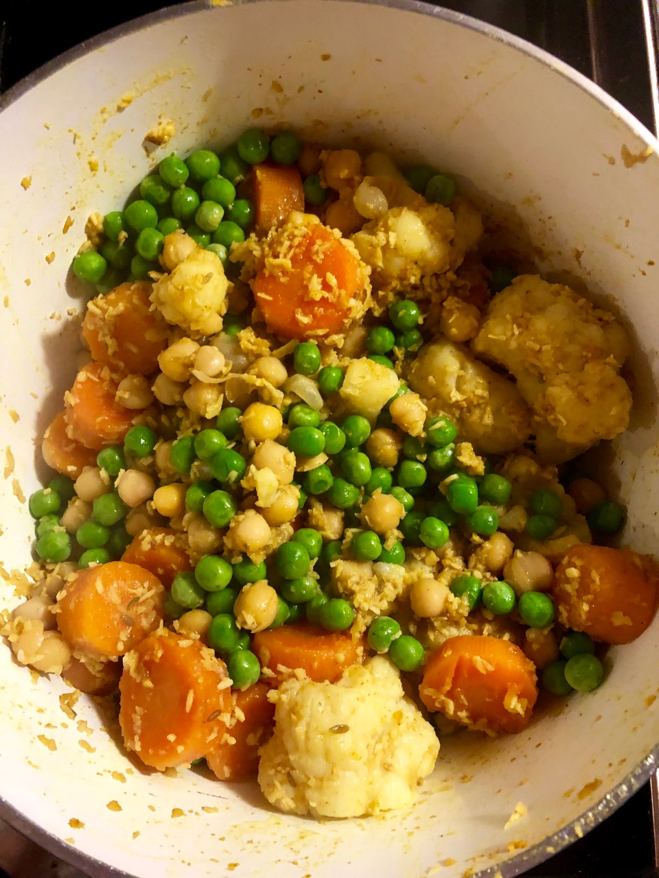 Vegetable curry: peas added