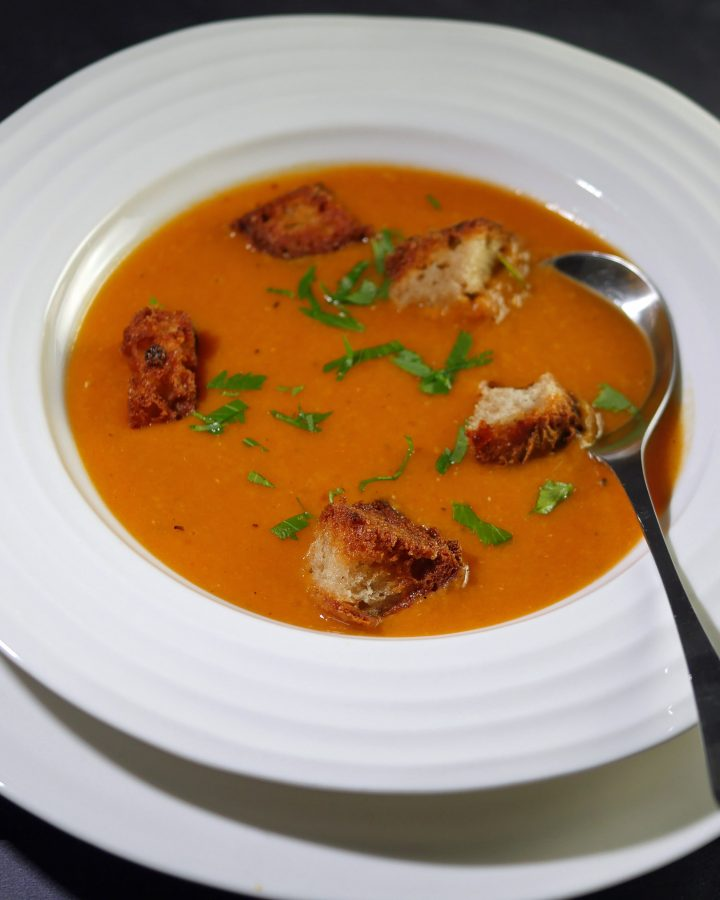 Spicy tomato and lentil soup