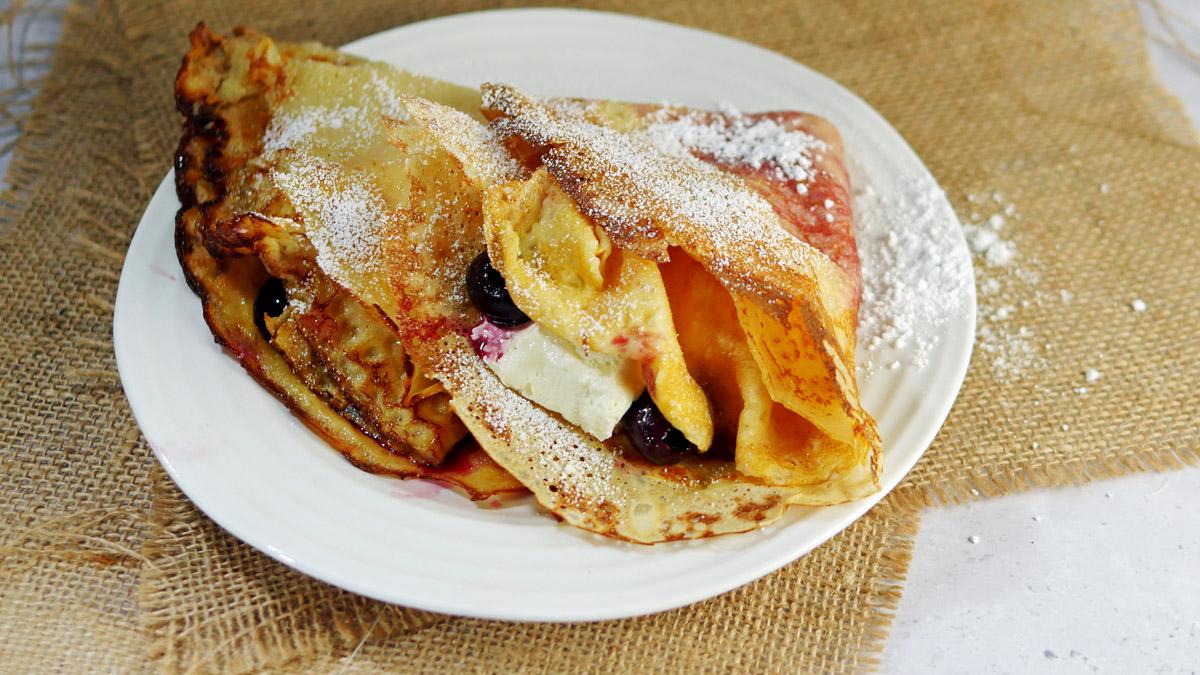 English Pancakes with Cherries